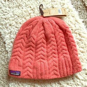 Patagonia cable beanie - tomato color